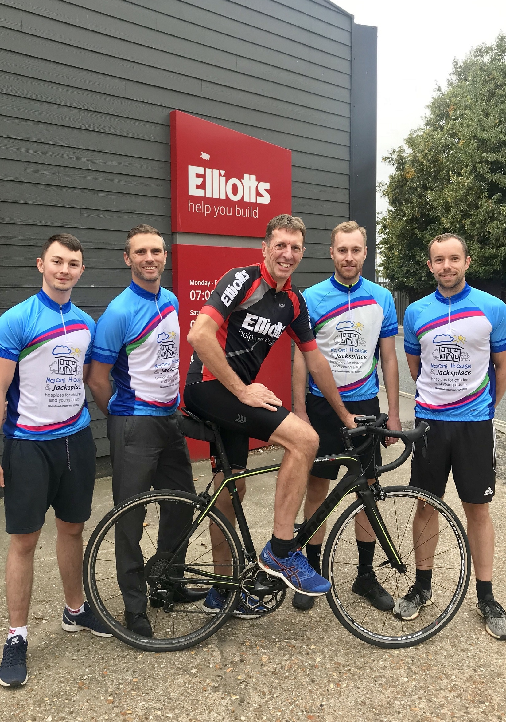 Team Elliotts ready for the Mont Ventoux challenge!