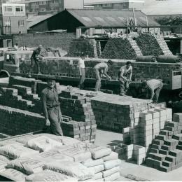 Unloading bricks - Southampton Yard